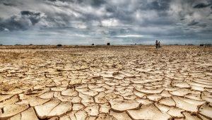 وضعية الموارد الطبيعة و توزيعها المجالي : أ-الماء: يتوفر بشكل نسبي و معرض لعدة تهديدات (التلوث و الجفاف) مع تناقض مستمر.
