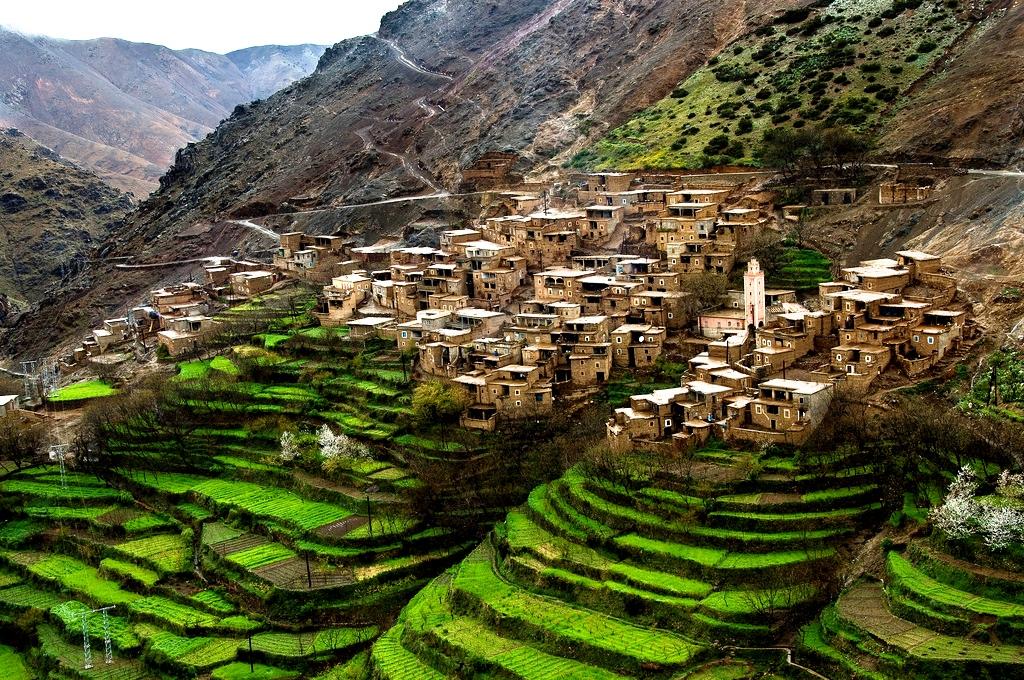 رغم الجهود المبذولة لحماية الموارد الطبيعية وتأهيل الموارد البشرية فإن المغرب ما زال يعاني من هشاشة الأوساط الطبيعية وضعف مستوى التنمية البشرية.
