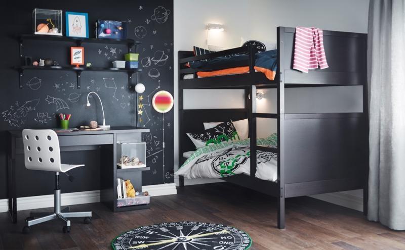 يجب مراعاة تخصيص مكان مناسب للمذاكرة وعمل الواجبات، فمن الخطأ الدراسة في غرفة النوم أو على الفراش، وذلك لتجنب التكاسل والشعور بالرغبة في النوم بسرعة